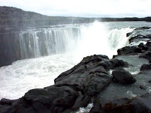 Selfoss-Waterfall-Iceland-06050027